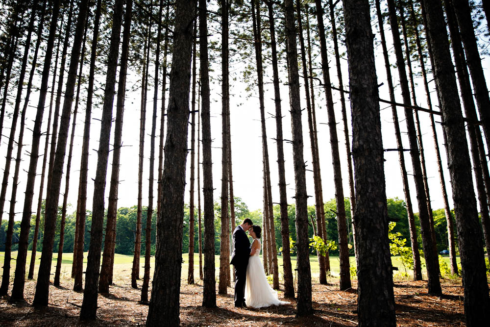 "<a href=""http://ottawaphotographer.com/"" target=""_blank"">Blair Gable Photography</a> / <a href=""https://junebugweddings.com/wedding-blog/diy-golf-course-wedding-ontario/"" target=""_blank"">Source</a>"